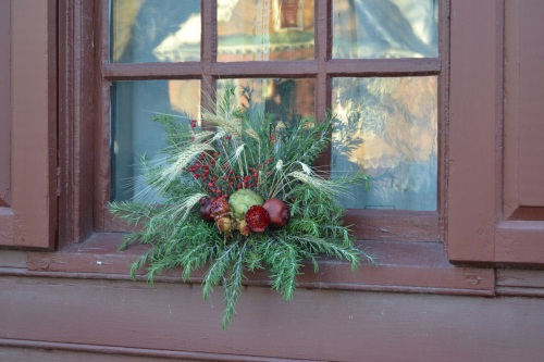 window decor - Colonial Christmas Decor