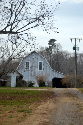 barn from the driveway