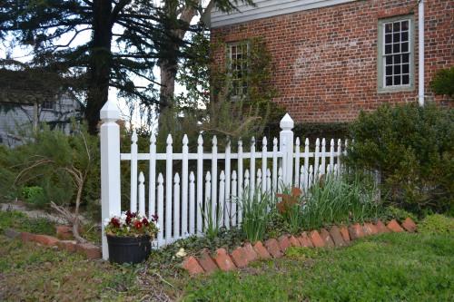 m fence
