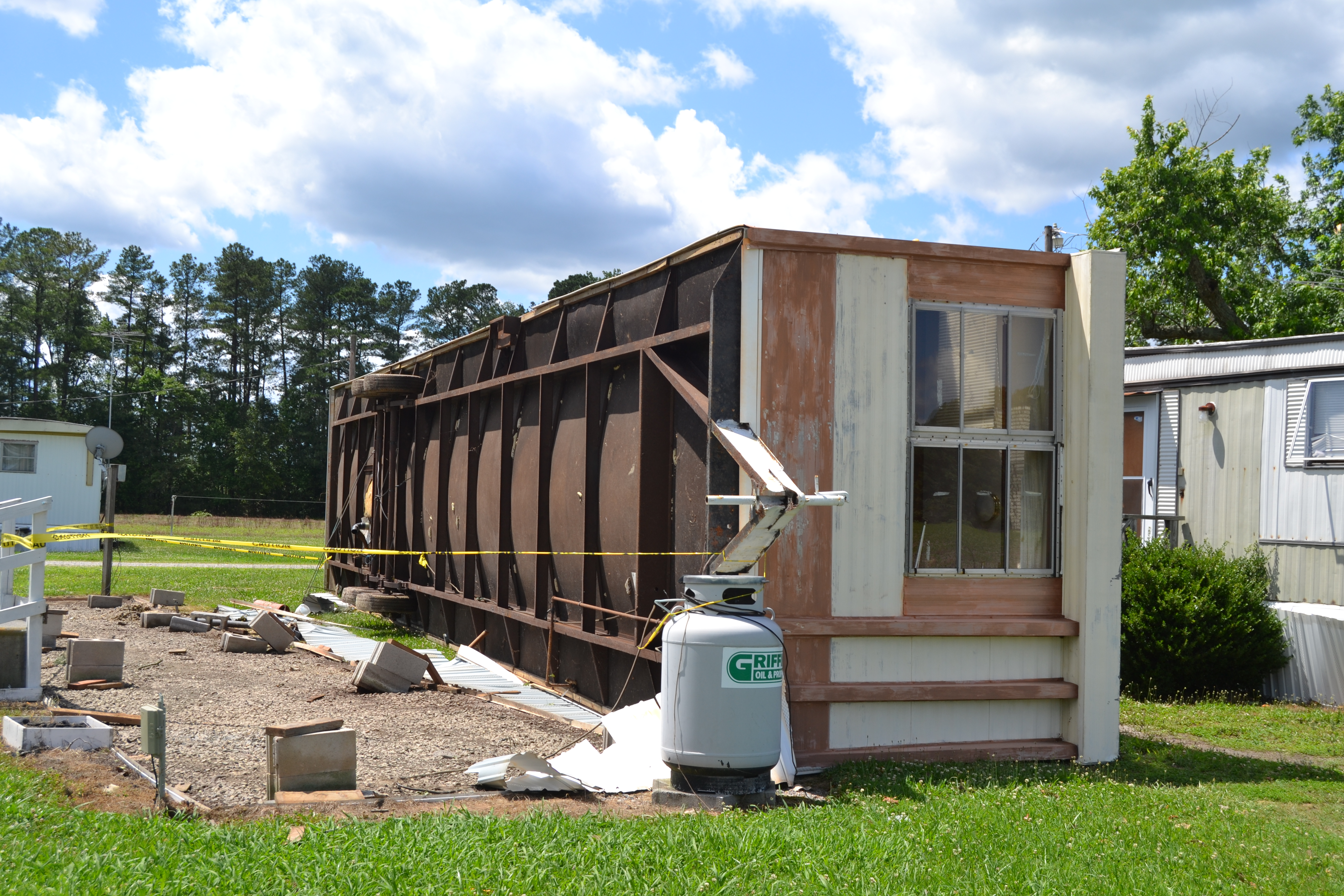 Portable Trailer Homes : Overturned mobile home these days of mine