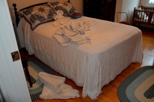 upstairs bedroom 6-4-2015 9-27-58 AM