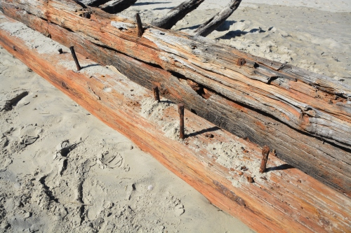 shipwreck iron bolts 10-24-2015 11-18-01 AM