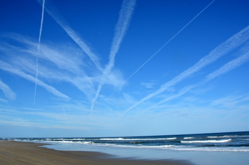 contrails over beach 11-12-2015 2-58-11 PM