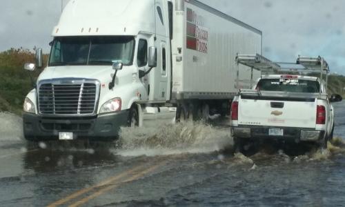 tractor-trailer-flood-001